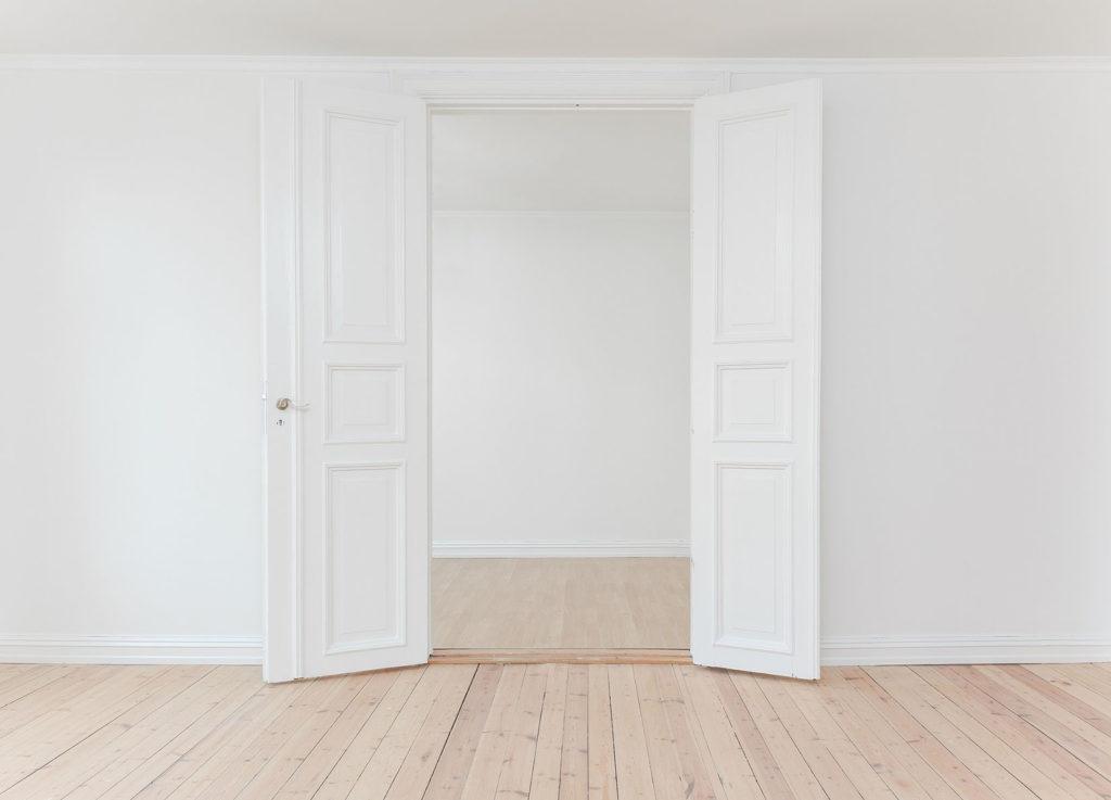 optez pour des portes int rieures modernes et minimalistes. Black Bedroom Furniture Sets. Home Design Ideas